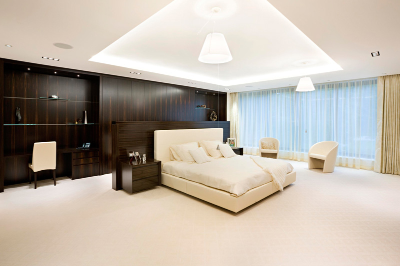 Brighton beach luxury modern bedroom - Big master bedroom design ...